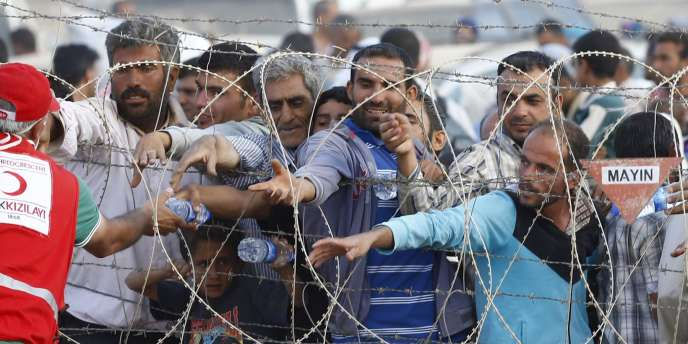 Des réfugiés syriens kurdes, à la frontière avec la Turquie.
