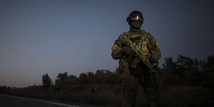 Lundi matin, « la situation était très tendue dans la ville et les détonations de tirs à l'arme lourde et des salves pouvaient être entendues dans plusieurs quartiers », a déclaré la mairie de Donetsk.