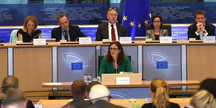 La Suédoise Cécilia Malmström, qui doit remplacer le Belge Karel de Gucht, jusque-là chargé du dossier « TTIP », est auditionnée par le Parlement européen lundi 29 septembre.