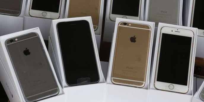 Une commission d'enquête du Sénat américain a établi l'an dernier qu'Apple avait réduit ses impôts de plusieurs milliards de dollars en ne déclarant pas de résidence fiscale pour des sociétés basées dans la ville irlandaise de Cork.