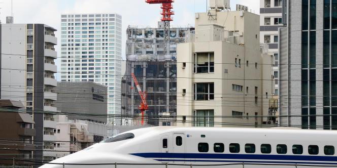 Le Shinkansen transporte 900 000 personnes chaque jour.