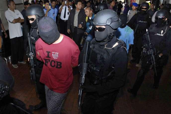 Arrestation, le 14 septembre, à l'aéroport de Djakarta, de ressortissants turcs et d'Indonésiens soupçonnés d'être liés à l'EI.