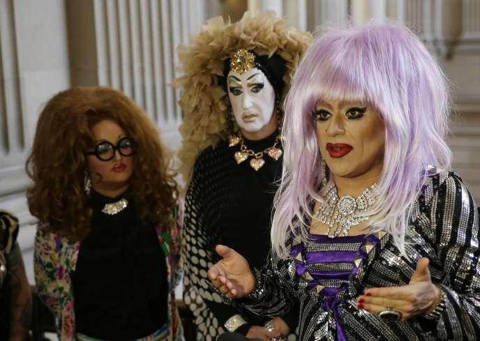 Trois drag queens, qui ont mené la lutte contre la politique de Facebook, lors d'une conférence de presse le 17 septembre à San Francisco.