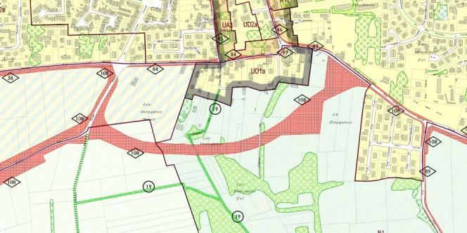 La parcelle de M. Layat (La Bougence) et le tracé en rouge de la voie allant à l'OL Land.