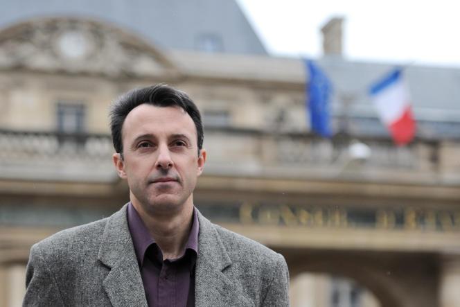 Jean-Hugues Matelly, chef d'escadron de gendarmerie, a été radié des cadres par un décret du président de la République.