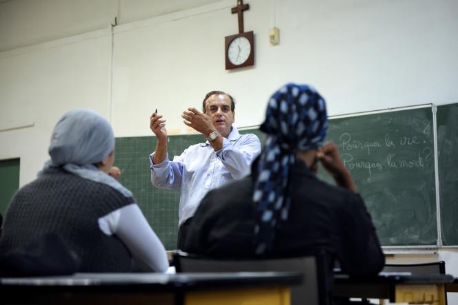 Des élèves de troisième de confession musulmane assistent à un cours de philosophie, délivré par leur enseignant Jean Charmoux, le 09 octobre 2009 au collège privé catholique Saint-Mauront à Marseille.