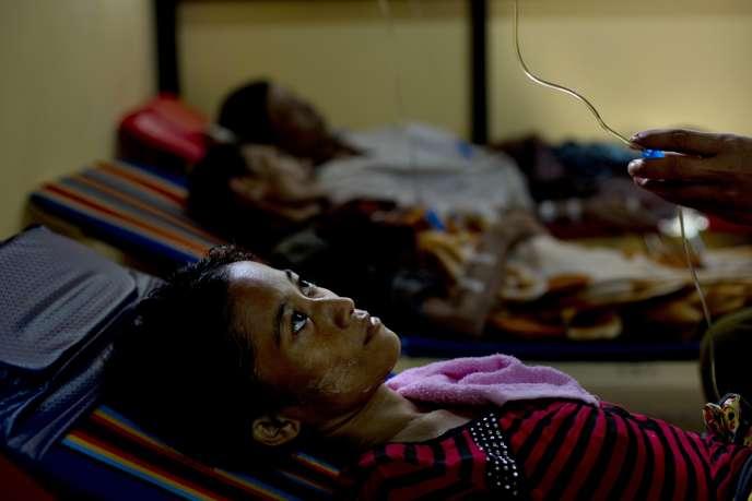 Une femme infectée par le VIH, dans une clinique de Rangoun, en Birmanie.