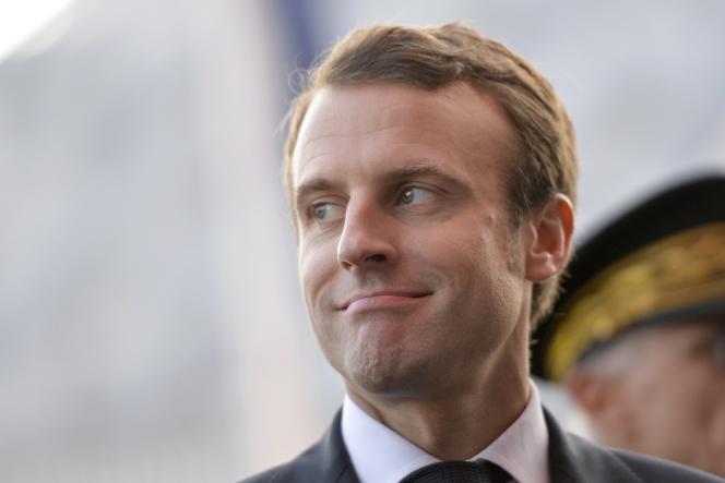 Le ministre de l'économie Emmanuel Macron à Paris, au salon de l'automobile, le 3 octobre.