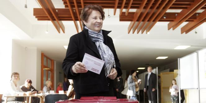 Le parti de la première ministre sortante, Laimdota Straujuma, a remporté 63 des 100 sièges du Parlement, selon des sondages de sortie des urnes samedi.