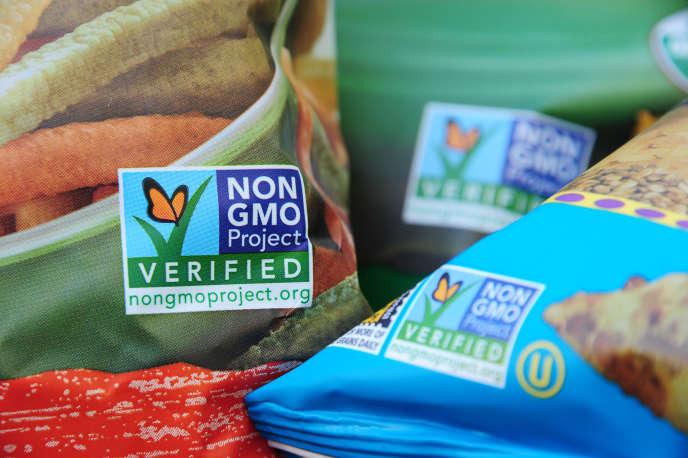 Des sacs de blé et de maïs certifiés sans OGM aux Etats-Unis, à Los Angeles (Californie).