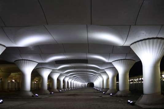 L'installation de Pablo Valbuena («Kinematope») gare Austerlitz pour la Nuit blanche en 2014.