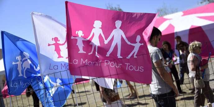 Le collectif, qui a appelé à manifester dimanche à Paris et à Bordeaux pour « défendre la famille », divise tous les partis et toutes les catégories d'âge.