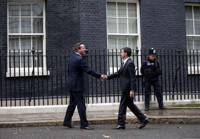 David Cameron et Manuel Valls, à Londres, le 6octobre.