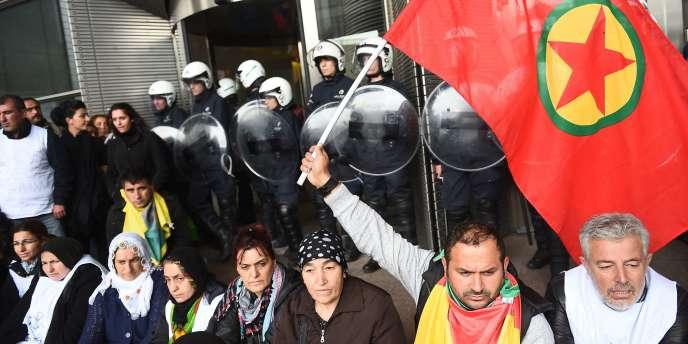 Des partisans du Parti des travailleur du Kurdistan ont organisé un sit-in dans le Parlement européen à Bruxelles, le 7 octobre.