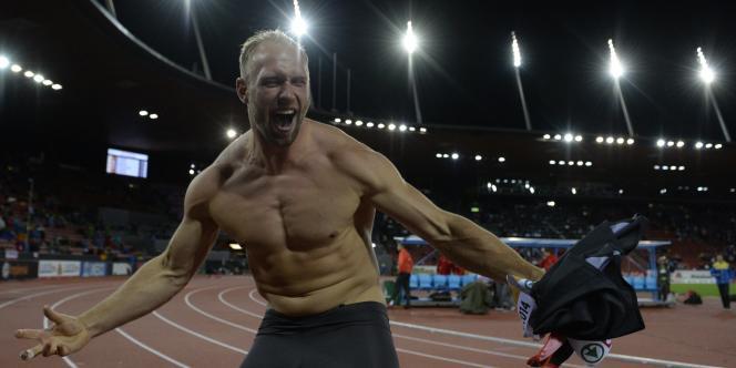 Robert Harting célèbre son deuxième titre de champion d'Europe, à Zurich, le 13août.