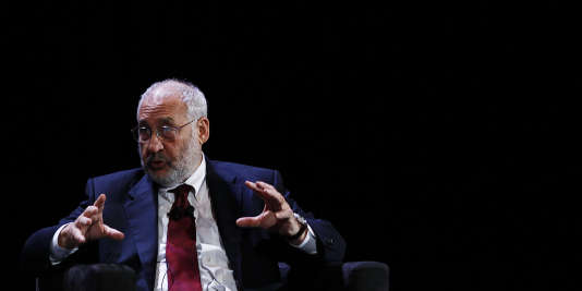Economist Joseph Stiglitz speaks during the World Business Forum in New York October 6, 2010. REUTERS/Shannon Stapleton (UNITED STATES - Tags: BUSINESS) - RTXT4AI