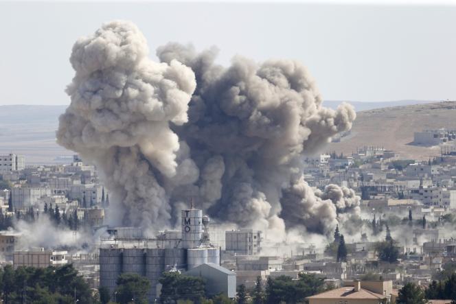 Des frappes de la coalition sur la ville syrienne de Kobané, le 8 octobre.