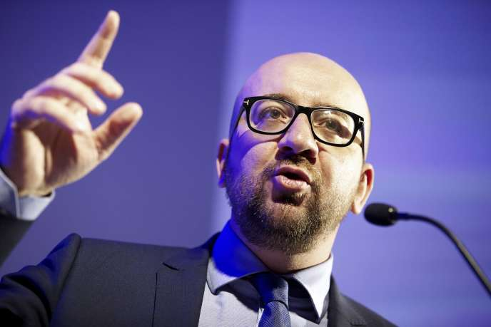 En Belgique, le gouvernement de Charles Michel est fragilisé.