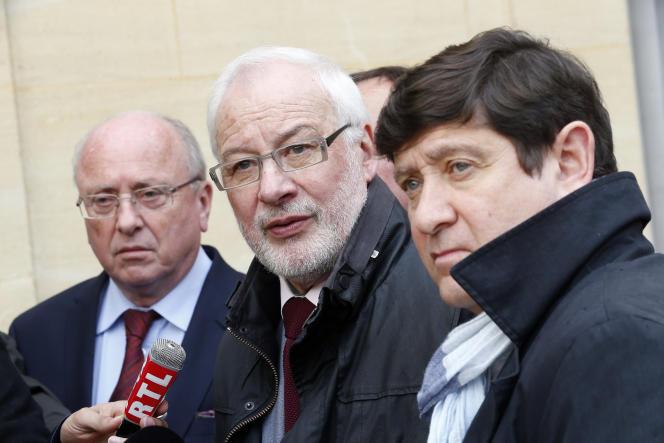 Claudy Lebreton président (centre) de l'Assemblée des départements de France et Patrick Kanner, aujourd'hui ministre de la ville (droite), le 22 avril.
