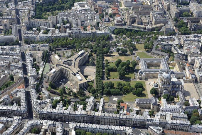 Vue aérienne de l'hôpital militaire du Val-de-Grâce, à Paris.