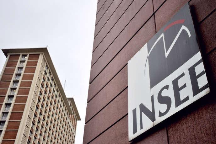 Selon l'Insee, fin juin, la dette brute, mesurée selon les critères du traité de Maastricht, atteint 95,1% du produit intérieur brut, soit 1,1 point de plus qu'au trimestre précédent.