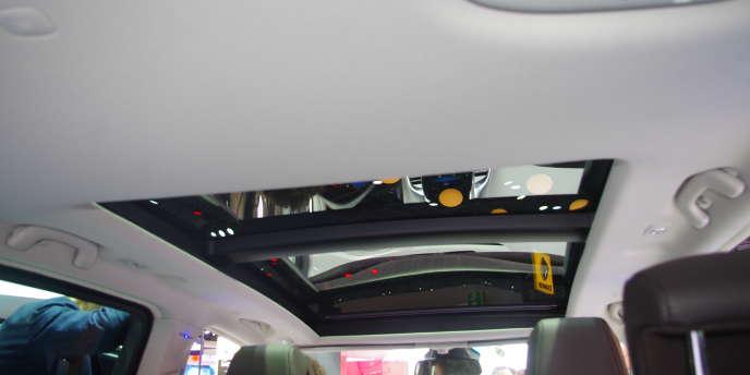 La toit vitré du nouveau Renault Espace, au Mondial de l'automobile 2014, à Paris.