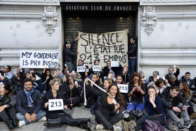 Des salariés de l'ACF jeudi 9 octobre manifestent devant l'établissement.