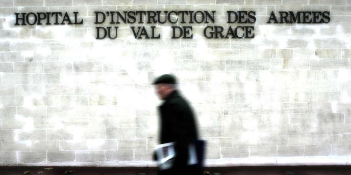 Confronté à un objectif de réduction des dépenses, le ministère de la défense envisage la fermeture de l'hôpital militaire du Val-de-Grâce, à Paris.