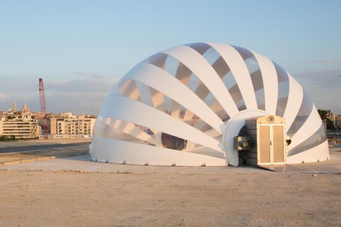 L'architecture gonflable, conçue par l'Allemand Hans-Walter Müller, où est présentée l'exposition « La fabrique des Batignolles ».