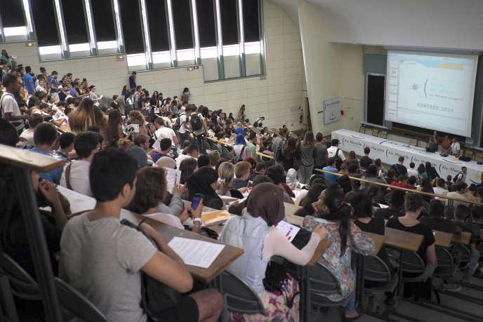 Cours à l'université d'Aix-Marseille à Marseille en septembre 2014.