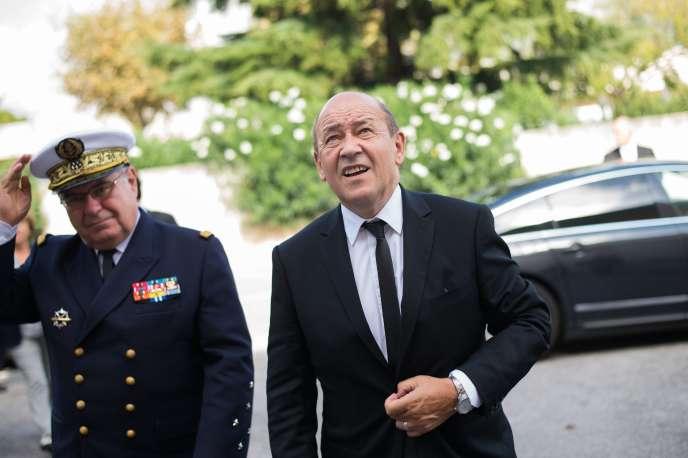 Le ministre de la défense, Jean-Yves Le Drian, à Toulon, le 10 octobre.