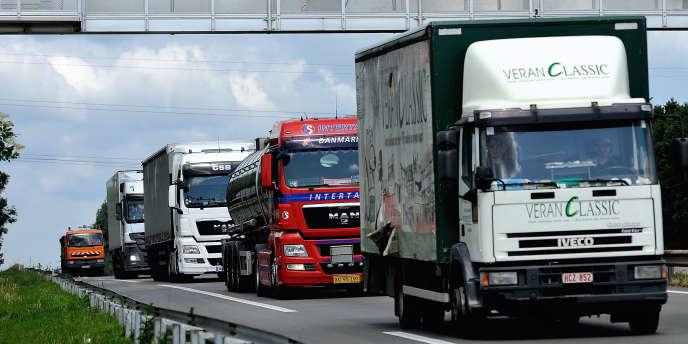 Le péage de transit poids lourds, qui devait succéder à l'écotaxe, aurait dû rapporter 360 millions d'euros à l'Agence de financement des infrastructures de transport de France (AFITF) et 30millions aux collectivités locales.