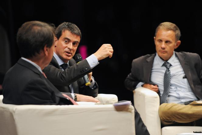 Le Premier ministre français Manuel Valls prend la parole durant une conférence intitulée « Clemenceau Homme d'Etat », lors de la 17e  « Rendez-vous de l'Histoire », le 11 Octobre, en 2014 à Blois.
