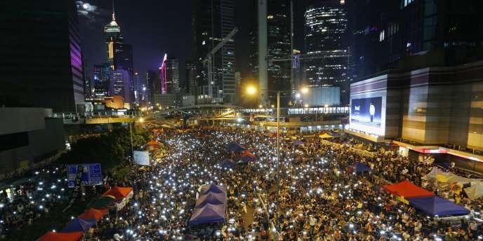 Plusieurs centaines d'étudiants ont campé dans la nuit du vendredi 10 au samedi 11 octobre sur les principaux sites de protestation de Hongkong.