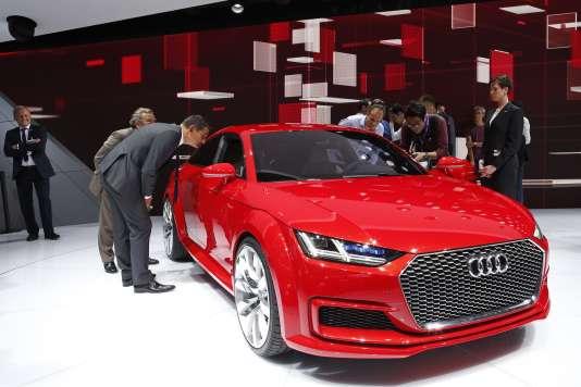 Le mondial de l automobile pass au gant de crin for Offre d emploi salon de l auto geneve