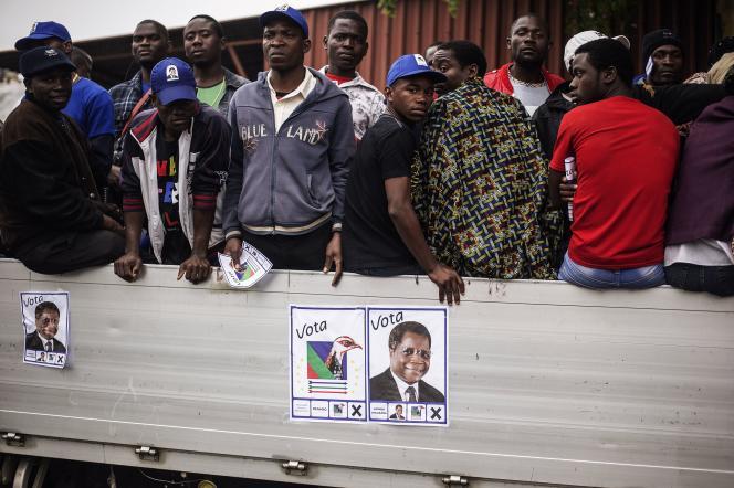 Des membres du parti de la Renamo (opposition), à Maputo, en 2014.