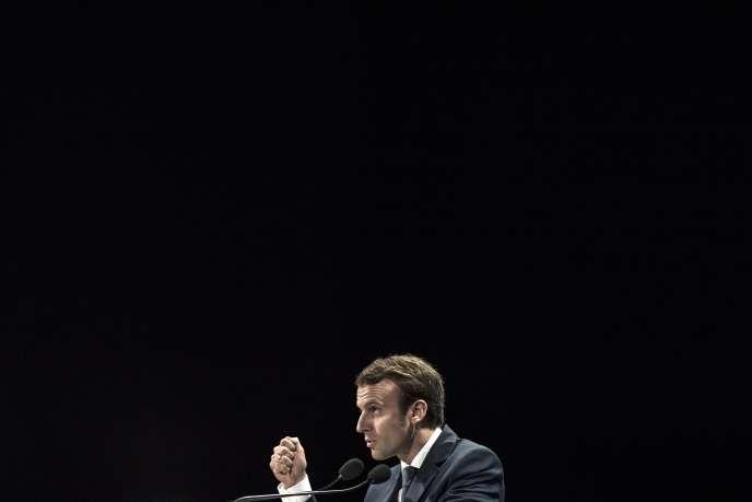 Le ministre de l'économie, Emmanuel Macron, à Lyon, le 9 octobre.