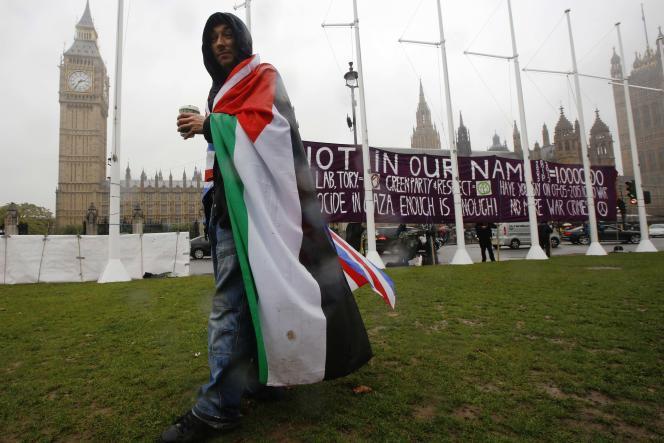 Devant le Parlement britannique, le 13 octobre.