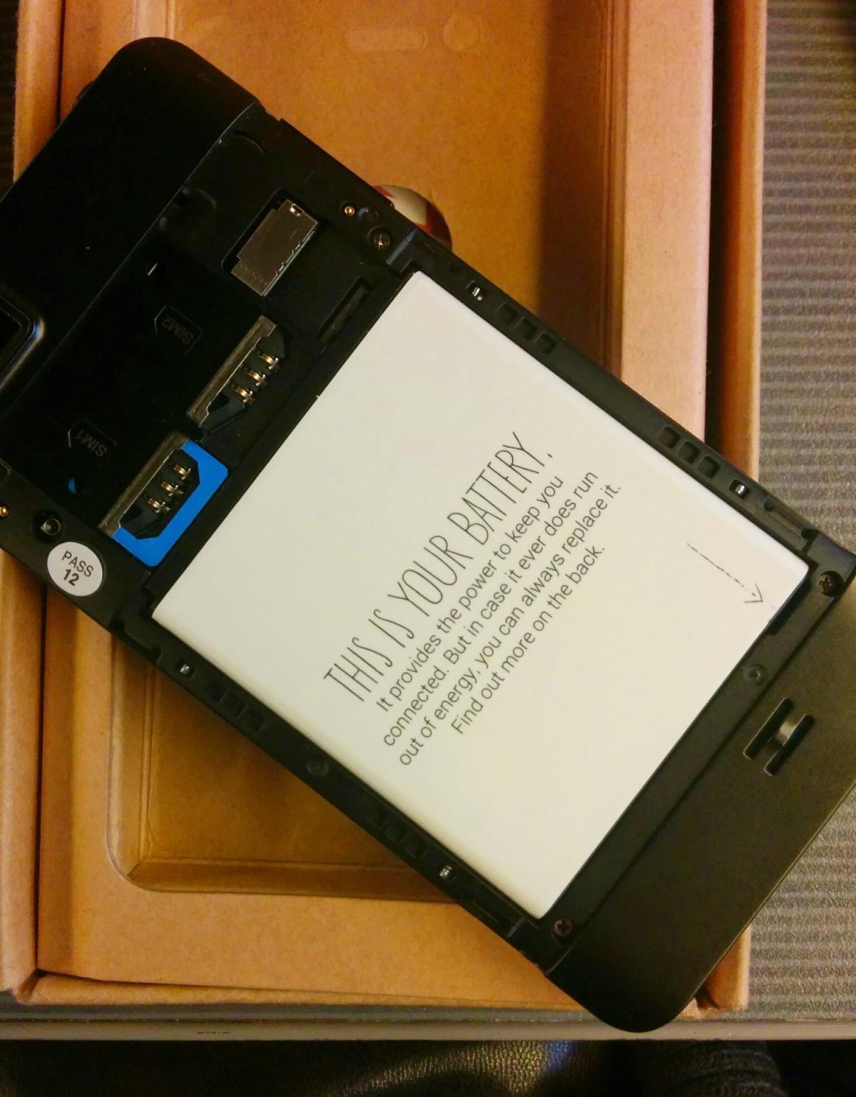 La batterie remplaçable du Fairphone.
