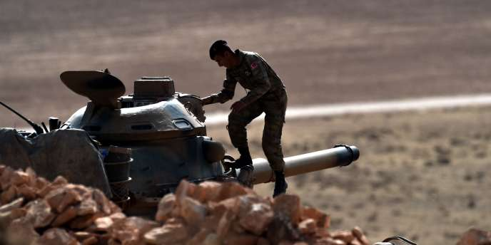 Un char de l'armée turque à la frontière avec la Syrie, le 13 octobre 2014.
