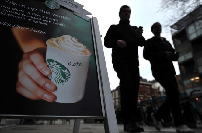 Parce que Starbucks ne payait pas d'impôt sur les sociétés au Royaume-Uni, une véritable hostilité s'est développée à l'égard de la marque entraînant pour la première fois une baisse de ses ventes dans le pays, après seize années de croissance forte.