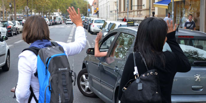 Le covoiturage sur longs ou courts trajets séduit un nombre croissant d'utilisateurs : un français sur cinq aurait déjà utilisé ce moyen de transport.