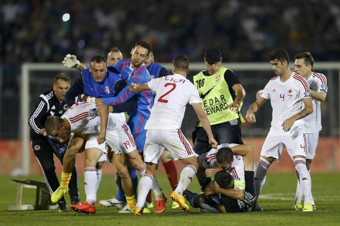 Bagarre générale sur le terrain du match Serbie-Albanie, le14octobre.