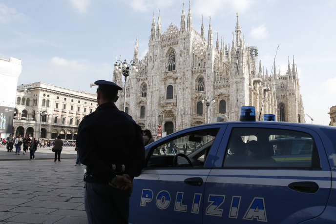 Une patrouille de police à Milan, en Italie.