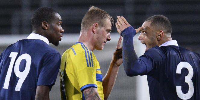 Layvin Kurzawa provoque un joueur suédois, mardi soir.