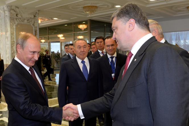 Le président de la Russie, Vladimir Poutine, et son homologue ukrainien, Petro Porochenko, à Minsk, le 26 août.