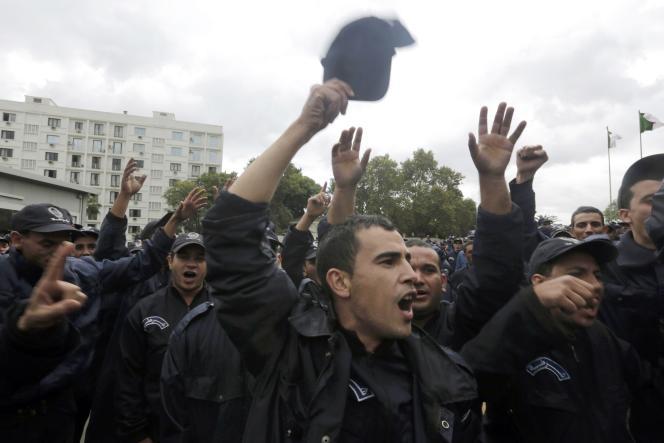 Manifestation de policiers, à Alger, le 15 octobre.