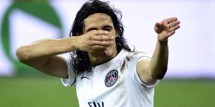 Cavani, auteur d'un but face à Lens, a été expulsé pour avoir mimé un tir de carabine, le 17 octobre au Stade de France.