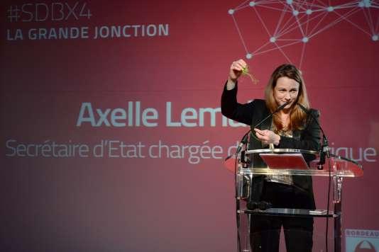 «le législateur français discute un projet de loi pour une République numérique qui ambitionne de préparer la France à ces défis en favorisant la circulation des données tout en veillant à l'accès de tous au numérique» (Photo: Axelle Lemaire,secrétaire d'Etat chargée du numérique, en 2014).