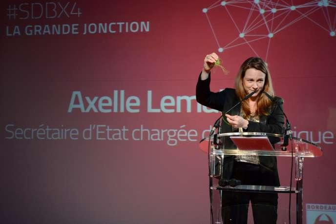 Le projet de loi pour une République numérique est porté par la secrétaire d'Etat Axelle Lemaire, secrétaire d'Etat chargée du numérique.